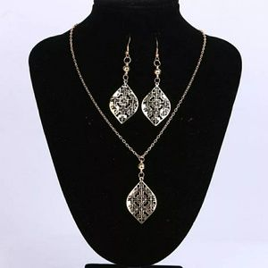 Gold Tone Shaped Jewelry Set
